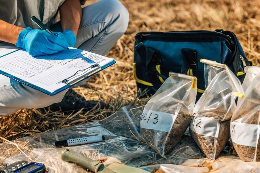 stock-photo-soil-test-female-agronomist-taking-notes-in-the-field-environmental-protection-organic-soil-1317121559-resized (1)